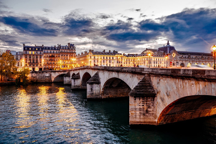 Romantic Dinner Cruise Along The River Seine